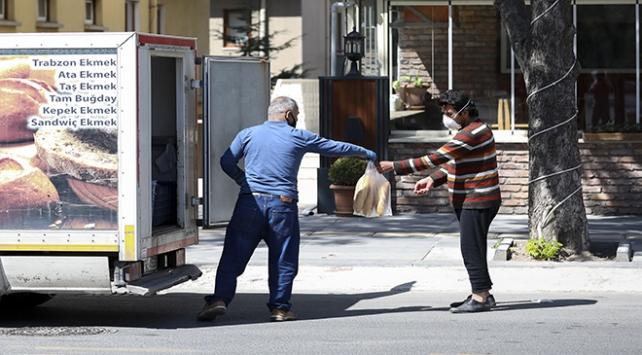 Başkentte fırıncılar ekmekleri götürüp satış yaptı