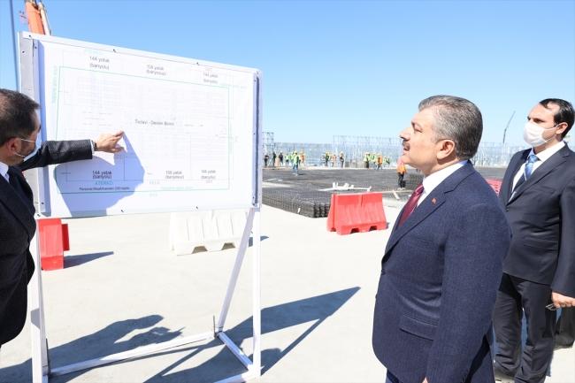 Bakan Koca, Sancaktepe'de Hastane inşaatında bilgi aldı