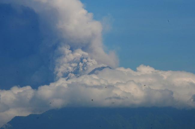 Merapi Yanardağı'nda art arda patlama oldu