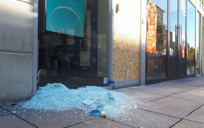 Almanya'nın Stuttgart kentinde polise Saldırı