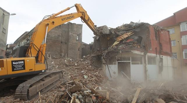 Erzurum'un Yakutiye ilçesinde, riskli 10 eski binada yıkım