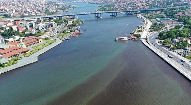 Haliç'in deniz suyu renginin kahverengi ve siyaha dönüştü