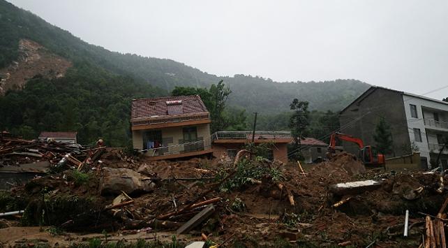 Çin'de toprak kaymasında 9 kişinin kayboldu