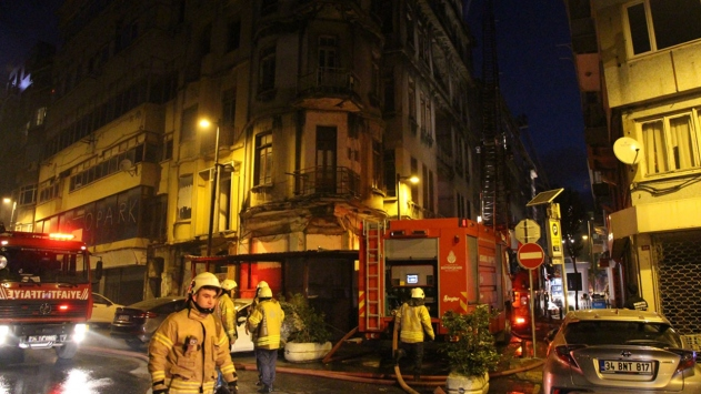 İstanbul'un Şişli ilçesinde, tarihi binada yangın