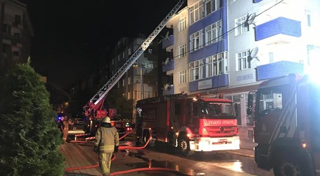 İstanbul Sancaktepe'de bir binada yangın