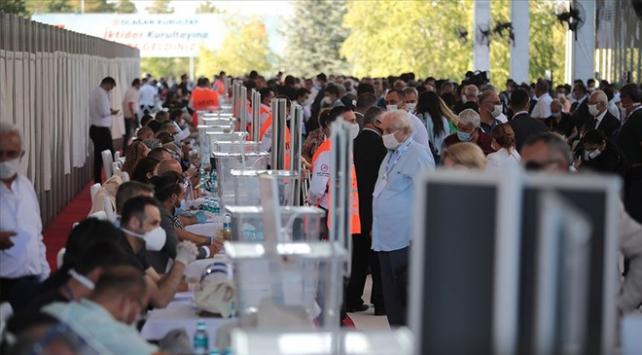 CHP,PM adaylığı için 222, YDK adaylığı için de 47 isim başvurdu