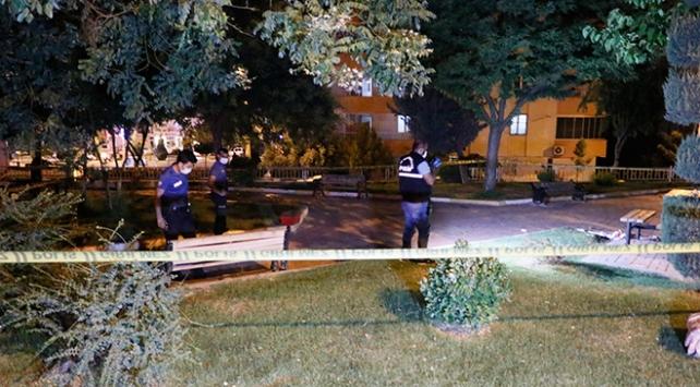 Parkta oturan aileye silahlı saldırı,1 ölü, 1 yaralı