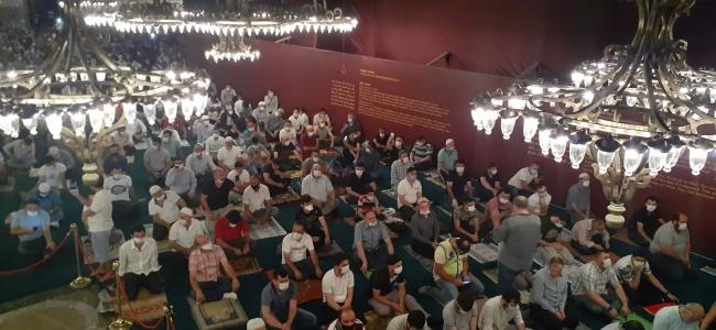 Ayasofya-i Kebir Cami-i Şerifi'nde sabah namazı coşkuyla kılındı