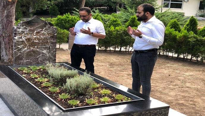 Cevdet Yıldırım, Türkeş'in mezarını ziyaret etti