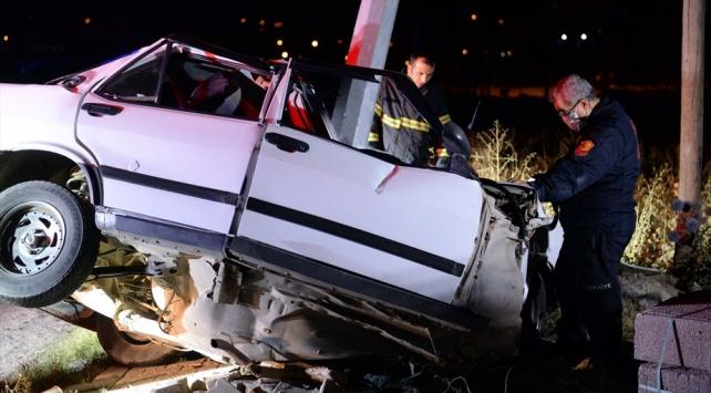 Tokat'ta, elektrik direğine çarparak ikiye bölünen otomobilin sürücüsü Öldü
