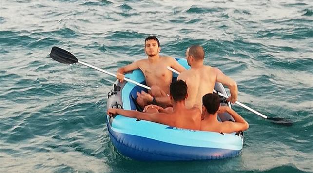 Lastik botla denizde mahsur kalan 4 kişi kurtarıldı