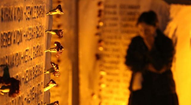 17 Ağustos'un 21. yılında kurbanlar anıldı, dualar edildi