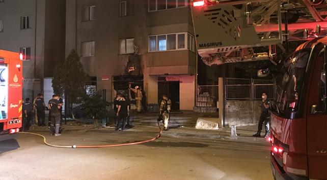 İstanbul Kartal'da bir markette yangın