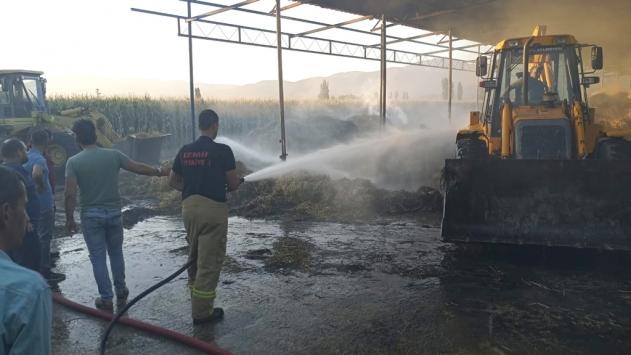 İzmir'de çıkan yangında 40 ton saman küle döndü