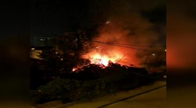 Başakşehir'de gecekondu yandı