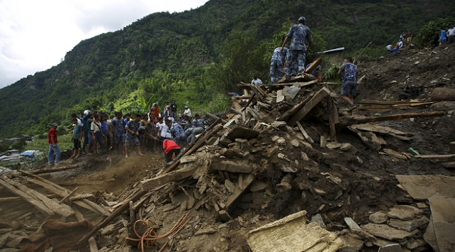 Nepal'de toprak kayması: 10 ölü