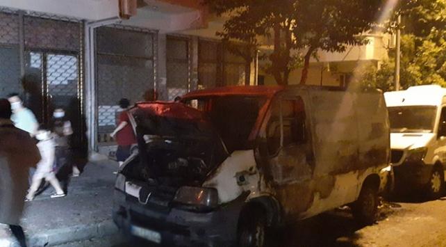 Park halindeyken yanan kamyonet kullanılamaz hale geldi