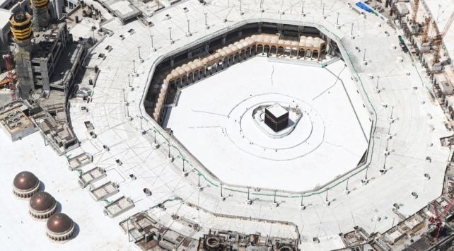 Suudi Arabistan'da umre ziyaretleri kademeli olarak başlatılıyor