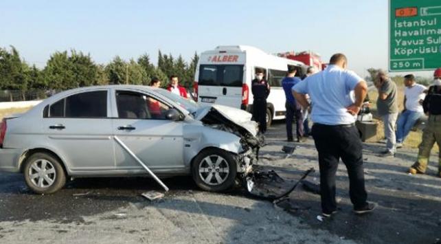 İstanbul'da otomobil ile minibüs çarpıştı: 7 yaralı