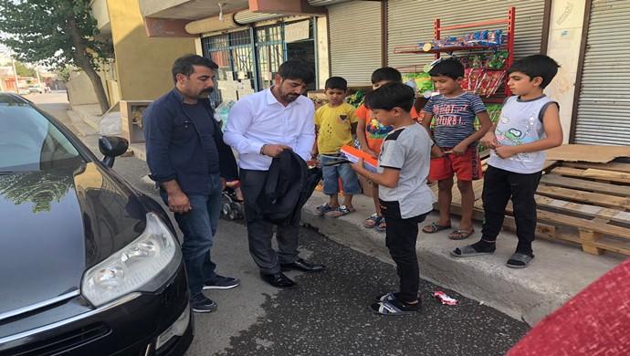 Aziz Akkuş ve Hüseyin Beyoğlu Fakir Çocukları Sevindirdiler