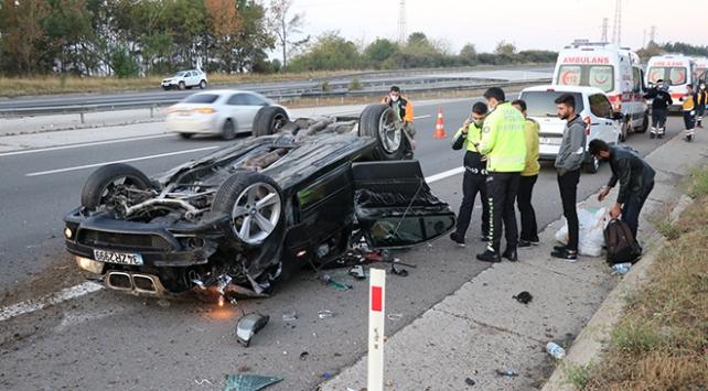 Anadolu Otoyolu'nda lastiği patlayan otomobil takla attı: 4 yaralı