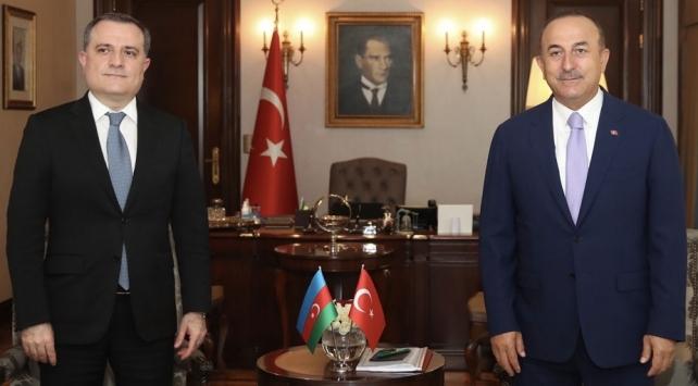 Bakan Çavuşoğlu, Azerbaycanlı mevkidaşı Bayramov ile görüştü
