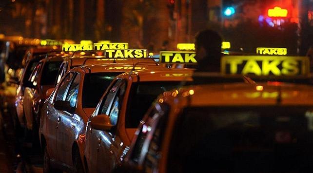 İstanbul'da 'yeni taksi' krizi sürüyor
