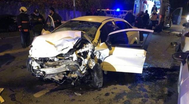 Ankara'da iki otomobil çarpıştı: 1'i ağır 5 yaralı