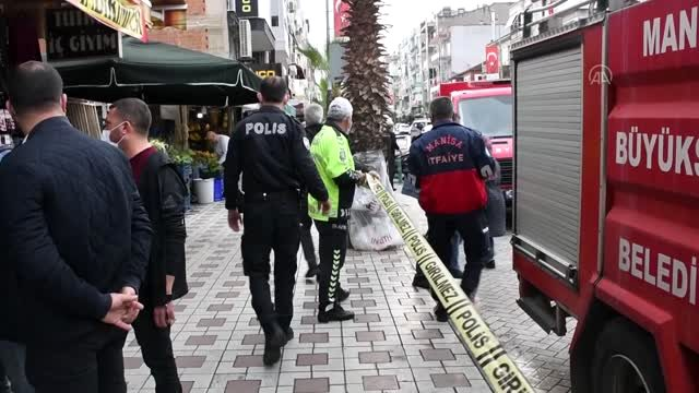 Manisa'da çatlaklar oluşan apartman tahliye edildi