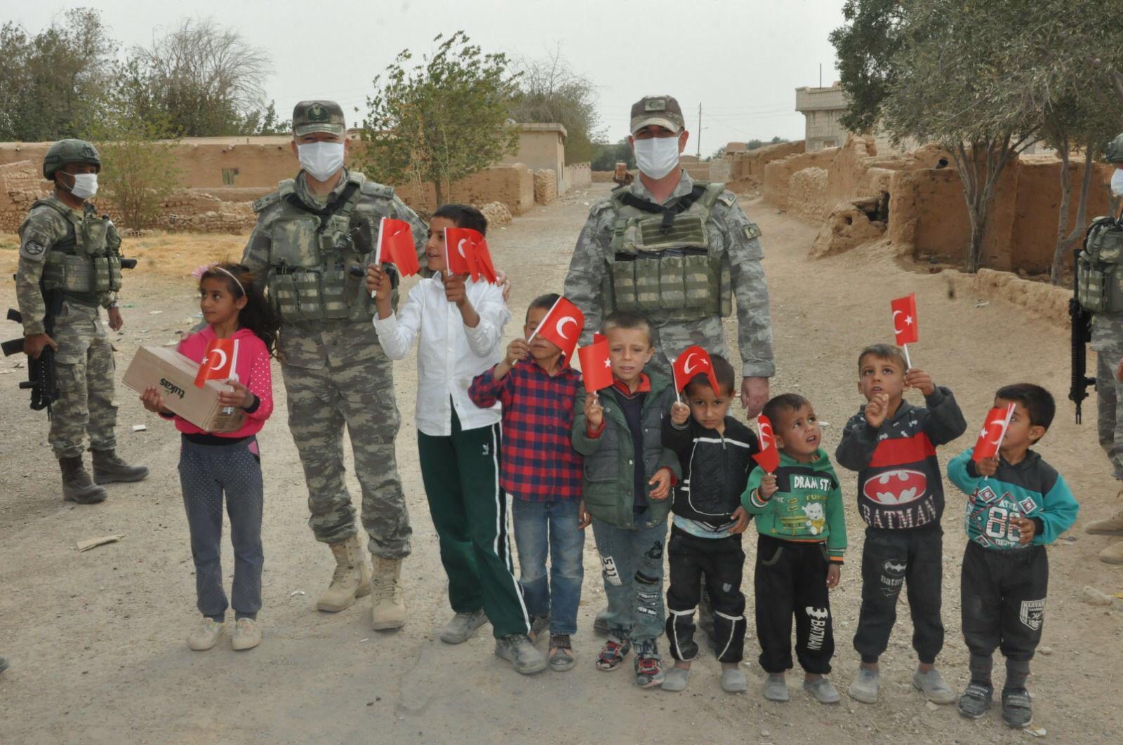 Barış Pınarı Bölgesinde Halka Mehmetçik'ten yardım!