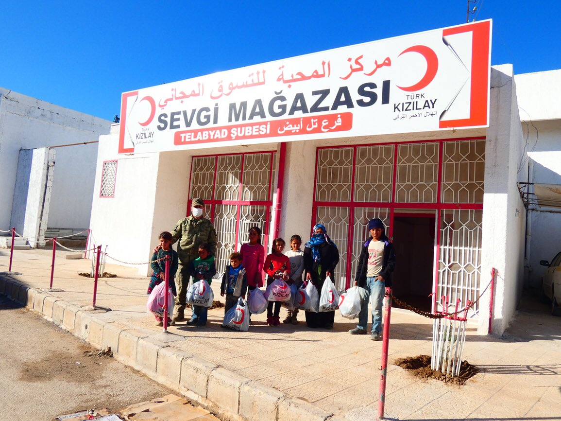 Kızılay'ın sevgi mağazaları!