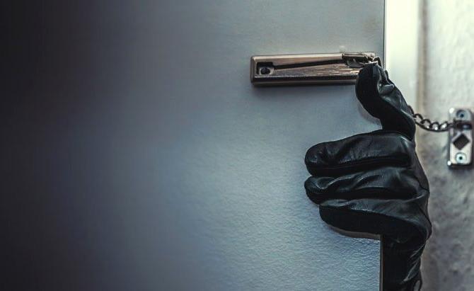 12 yaşındaki çocuk, babaannesinin evine giren hırsızı öldürdü
