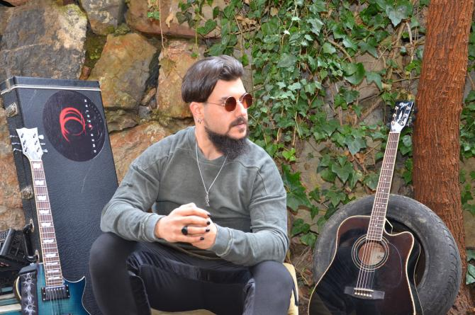 """Ömer Sertan'ın ilk teklisi """"Oyun"""" dijital platformlarda"""